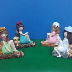 oturan kızlar